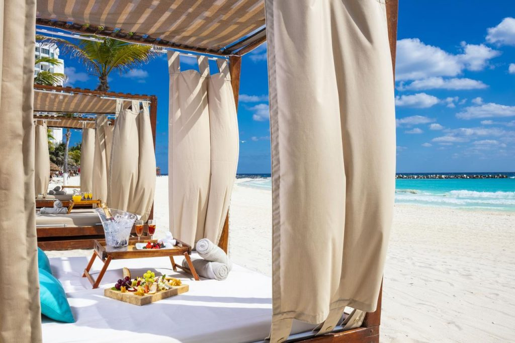 7 nights all-inclusive luxury accommodation located on Cancun largest section of the beach for $699.
